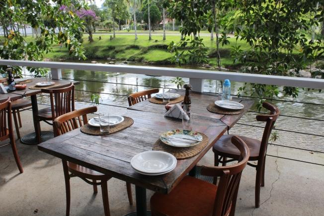 Mesa_restaurante_emporio_do_largo_morretes