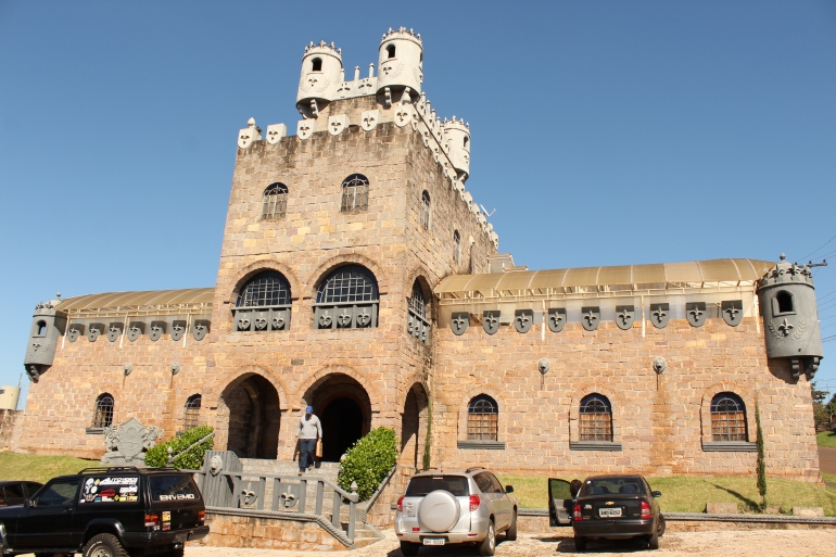 Castelo-da-dorni_Bandeirantes