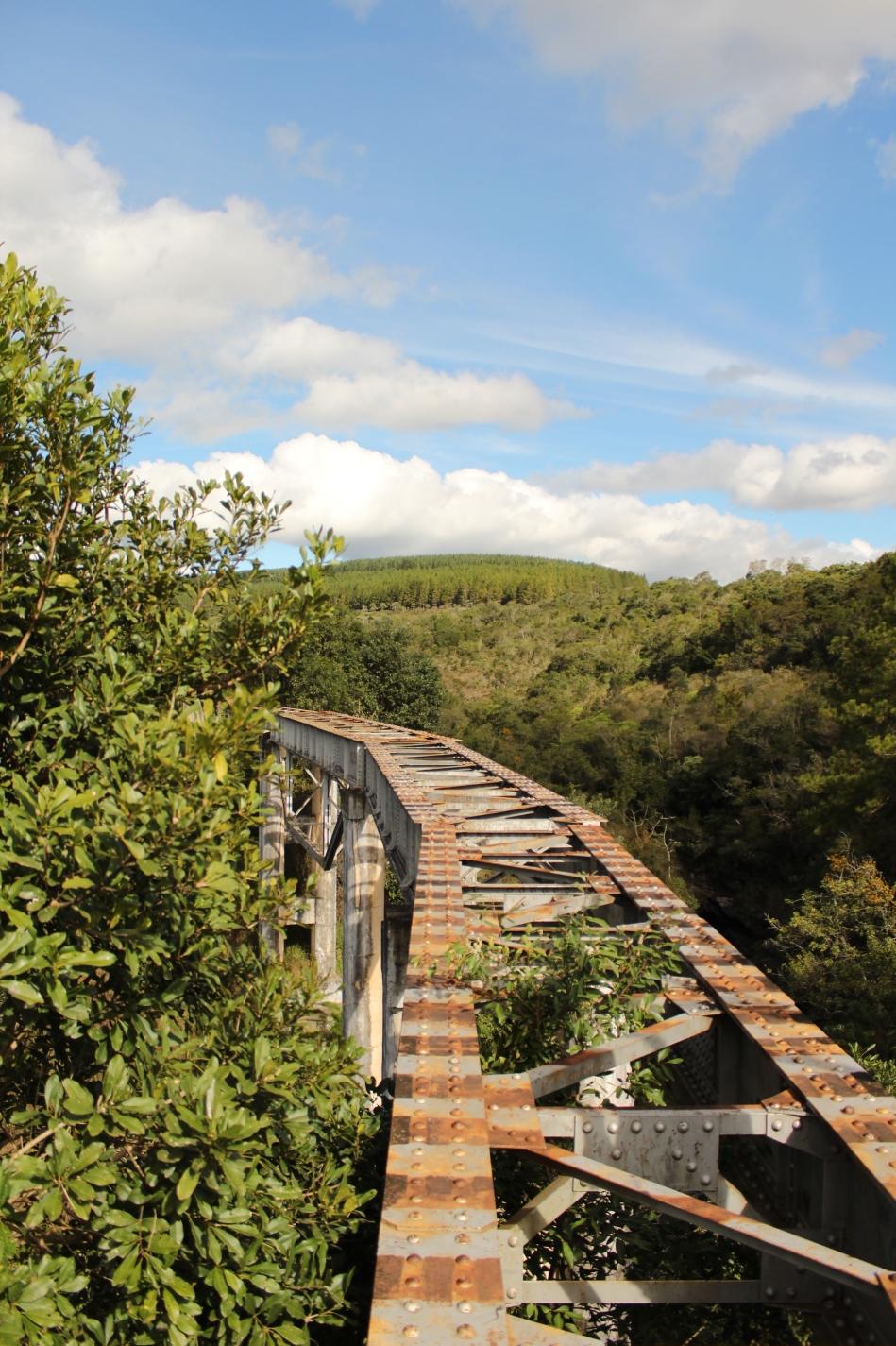 trilho do trem_vale do Itarare_barreira