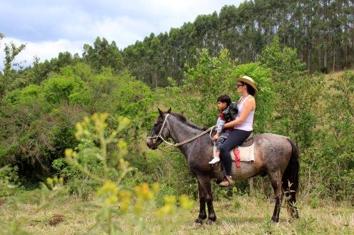 Andar a cavalo no sítio da Mariana